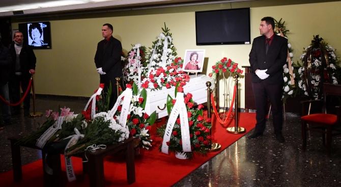 България се прости с неповторимата Стоянка Мутафова