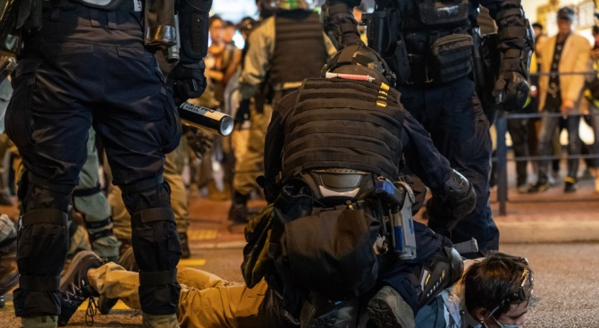 Над 6000 арестувани при протестите в Хонконг