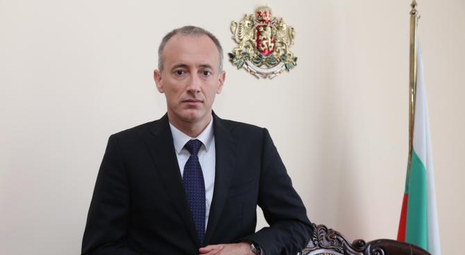 Министър Вълчев ще изготви утре прогноза за времето, което ни очаква