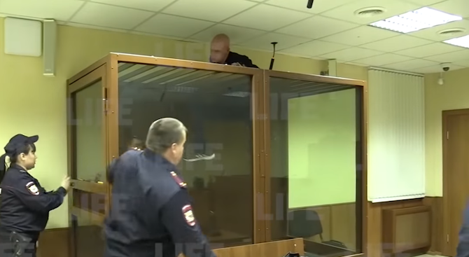 Обвинен за убийство се опита да избяга от съда през тавана