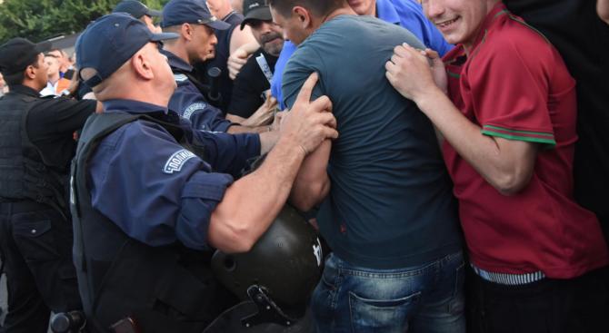 Трима се млатиха в Благоевград, един е ранен
