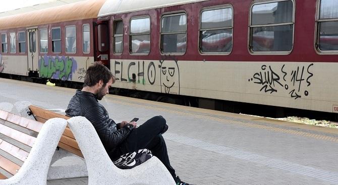 Бързият влак Бургас - София престоява в гара Мирково по технически причини