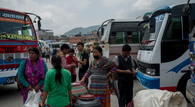 14 души загинаха при катастрофа с автобус в Непал