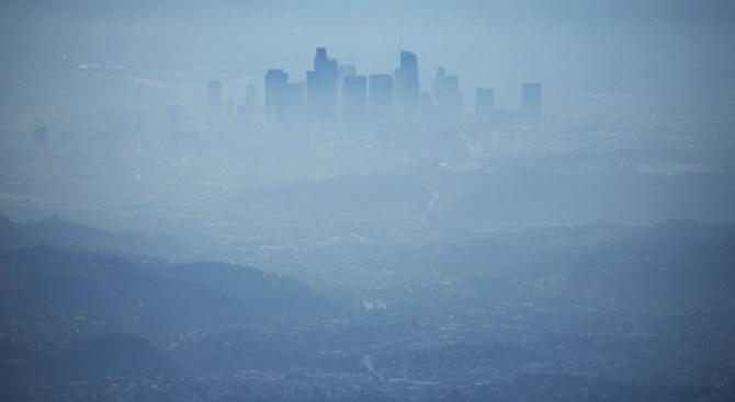Мръсен въздух затвори училища в Иран