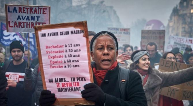 Французите продължават да подкрепят стачките срещу пенсионната реформа, сочи допитване