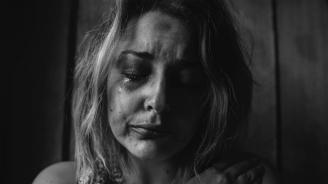 """Баща продаде дъщеря си в Разградско, """"съпругът"""" ѝ я принуди да проституира"""