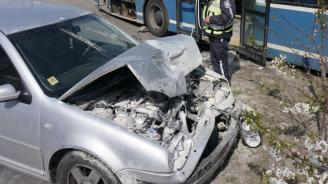 Двама души са с опасност за живота след катастрофа край Сливница
