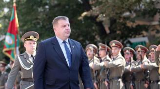 Каракачанов открива тренировъчен център за авиацията в Хърватия