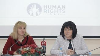 Караянчева: Трябвада бъдем непримирими към корупцията