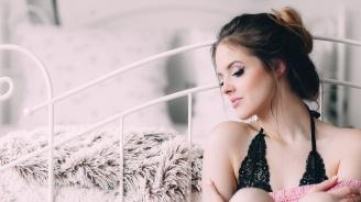 Мъж си търси привлекателна прислужница с хубави гърди, доплаща ''в случай на секс''