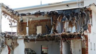 Взрив срути част от къща в Шумен