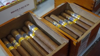 Търговците ще могат да продават пури и пурети със стар акцизен бандерол до края на 2021 година