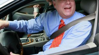Възрастен шофьор отнесе глоба за псувни на пътя