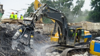 Продължава събарянето на незаконни къщи в пловдивска махала