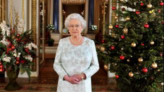 Какво подарява Елизабет II на служителите си за Коледа?