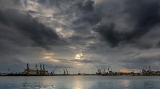 Глоба от 10 до 500 хиляди лева грози нефтозавода в Бургас