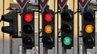 Светофар падна на централно кръстовище в София