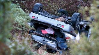 Малко дете оцеля без наранявания, след като излетя от кола при катастрофа