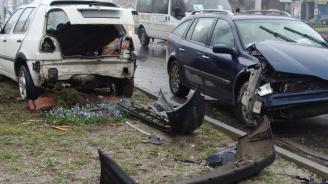 Катастрофа на кръстовище в Сливен, жена е пострадала
