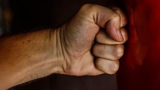 Общински служител пребил мъж в сградата на Община Дупница