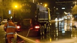 Мият булеварди и улици в София