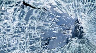 Млад мъж потроши стъкло на кола с пистолет в Силистра