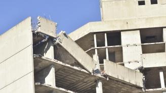 """Сградата на """"Работническо дело"""" ще падне сама преди да я разрушат"""