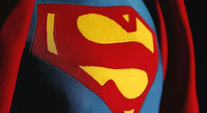 """Продадоха първото наметало от """"Супермен"""" за близо 120 хил. долара"""