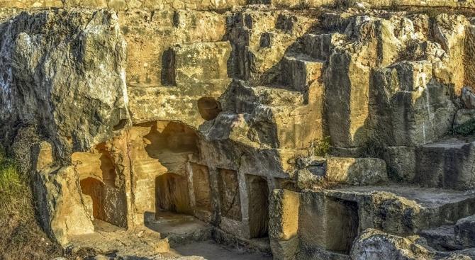 Археолози откриха кралски гробници на 3500 години в Пелопонес