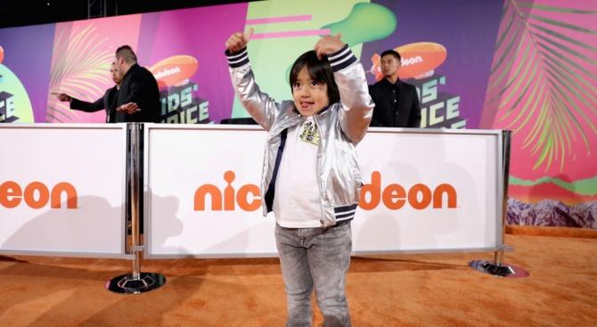 8-годишно момче е най-високоплатената звезда в YouTube
