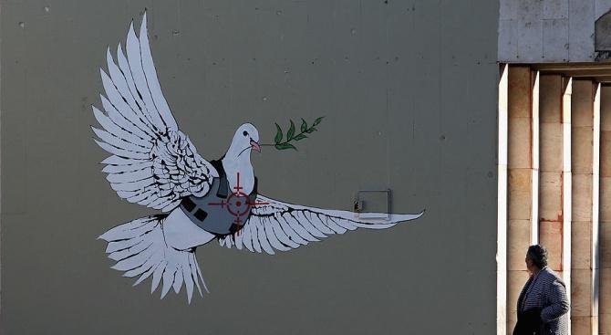 Банкси изложи във Витлеем рождественска сцена