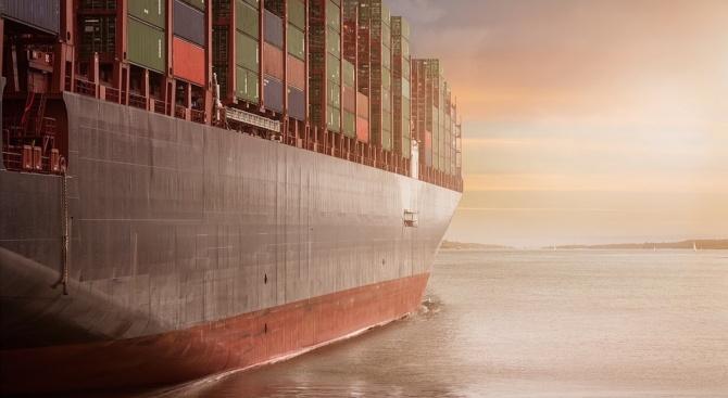 Силите на Халифа Хафтар спряха турски товарен кораб