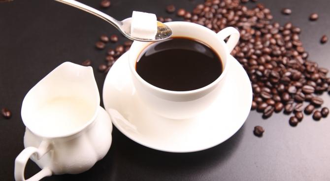 Учени препоръчват да пием кафе от гладки чаши