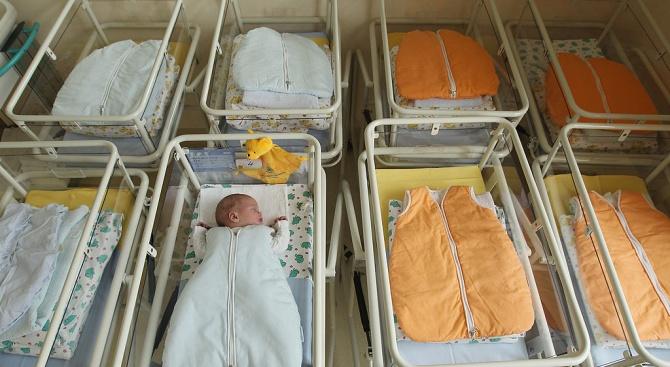 Момченца са първите новородени за 2020 г. във Велико Търново и Търговище