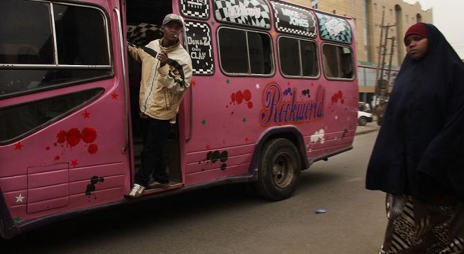 Четирима убити при атака на екстремисти срещу два автобуса в Кения