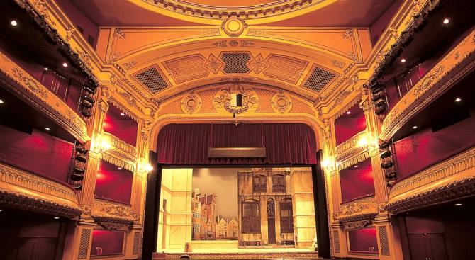 Народният театър представя 4 постановки във Варна през януари