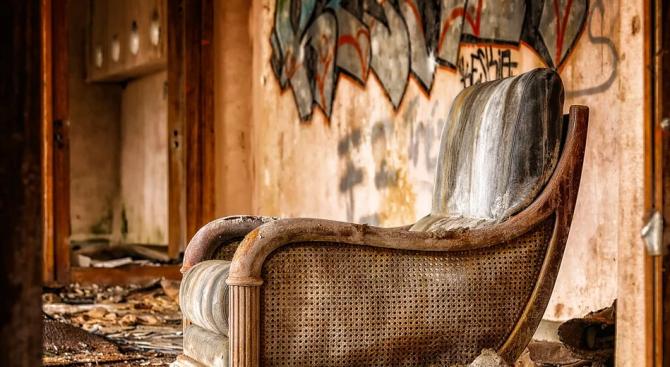 Издирват собствениците на изоставени и опасни сгради в община Стралджа