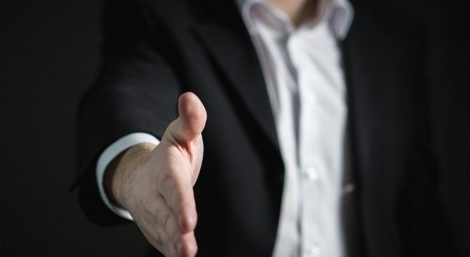 Съвременните мъже загърбват мачо имиджа в името на добрите маниери и почтеността