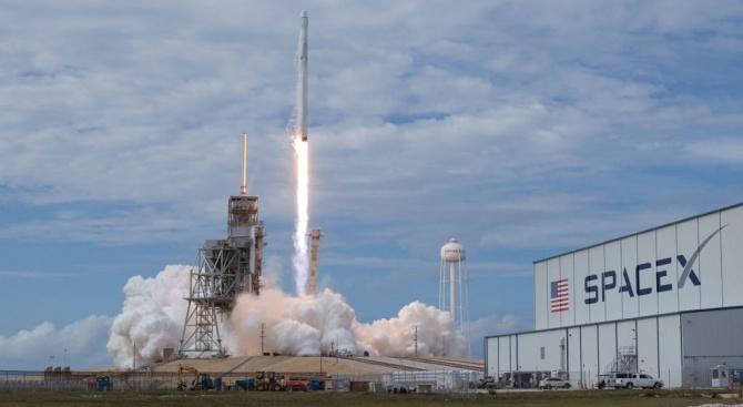 Space X успешно изстреля ракета с 60 микроспътника