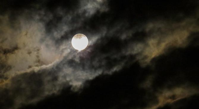 Лунното затъмнение в петък ни изчиства от злото