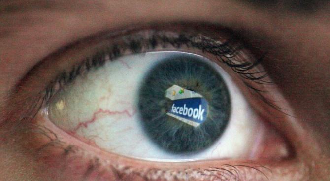 Facebook забранява силно манипулирани видеоматериали, изглеждащи като истински