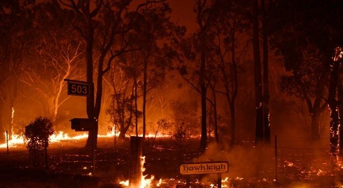 Австралия се бори с огромен пожар на площ от 600 хил. хектара