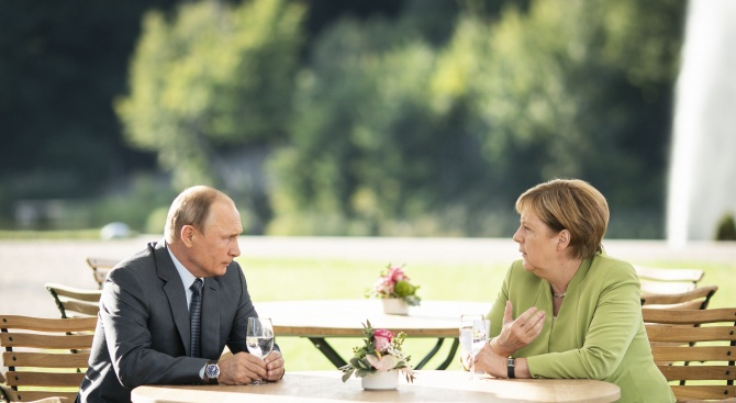 Започнаха преговорите между Путин и Меркел в Кремъл