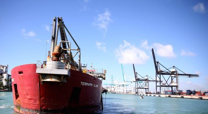 Панамският канал налага още такси на преминаващите кораби