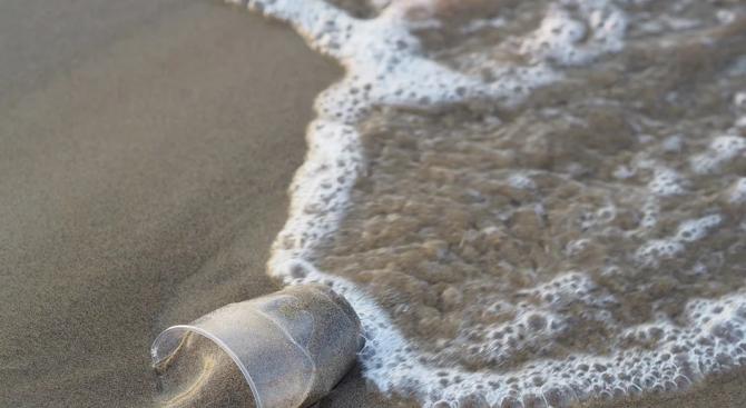 Морето изхвърли запазена кофичка от кисело мляко на 44 години