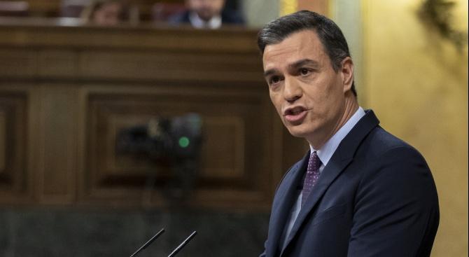 Педро Санчес е изправен пред кризата в Каталуния