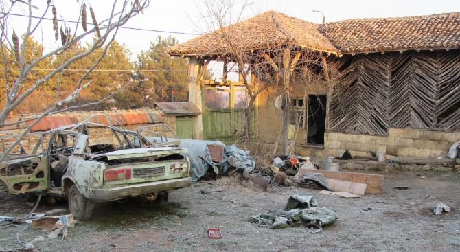 Откриха над 20 килограма взривни вещества в имота във Ветово, в който избухна взрив