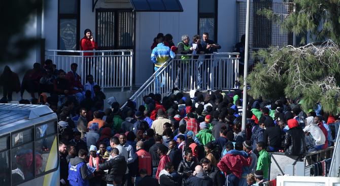 ООН: Хиляда мигранти са върнати в Либия за последните две седмици