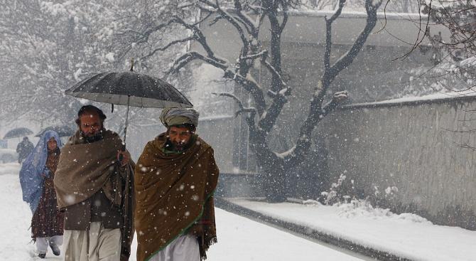 Над 100 загинали при най-обилния снеговалеж в Пакистан през последния век
