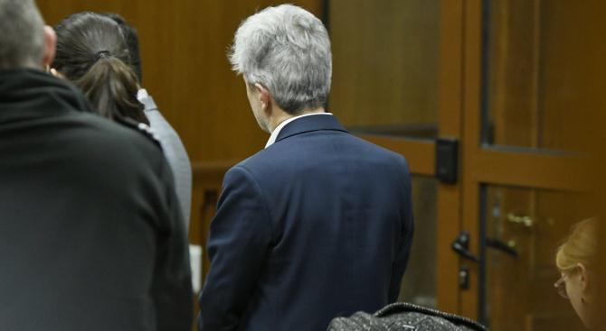 Съдът решава дали да остави Нено Димов за постоянно в ареста
